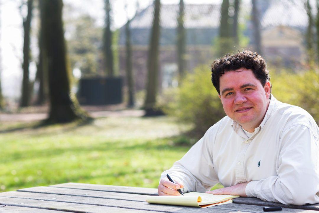 Tekschrijver Guido de Kanter bij Kasteel Rhijnauwen