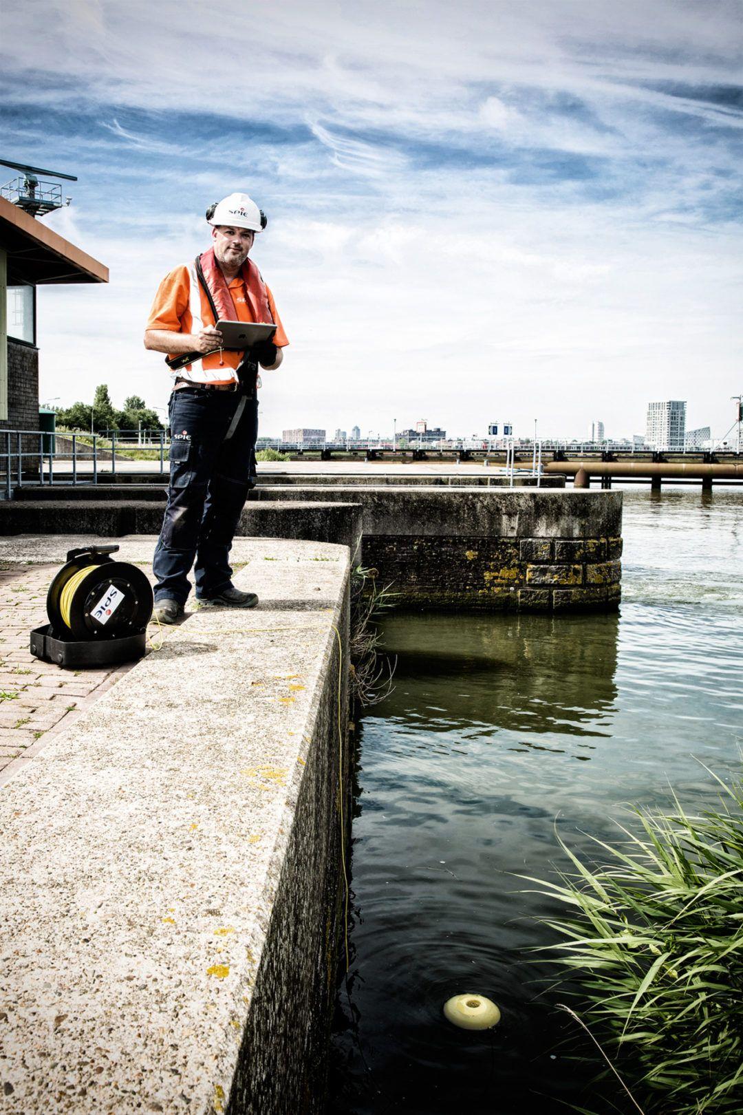 Onderwaterdrone bij sluizen in Amsterdam
