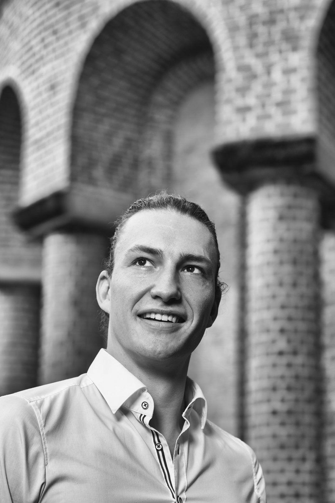 Stoere foto van personal trainer Jochem bij het Leerhotel Het Klooster in Amersfoort