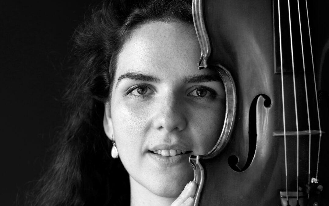 Portret van muziekdocent Lisa van Fulco Muziekonderwijs